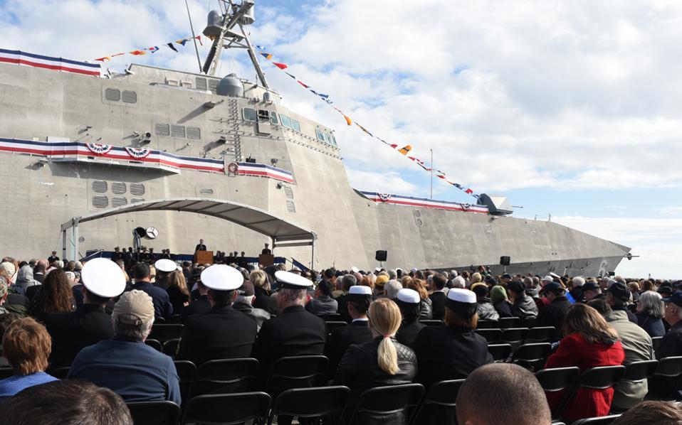 Ομιλία του Ρέι Μέιμπους κατά την ονοματοδοσία πλοίου στον ναύσταθμο του Γκάλφπορτ στο Μισισίπι.