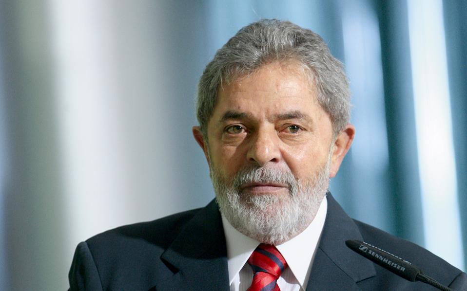 Το μέγα σκάνδαλο Petrobras απειλεί να κηλιδώσει ανεξίτηλα τον δημοφιλή πρώην πρόεδρο Λούλα.