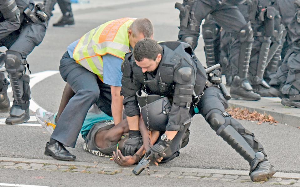 Σύλληψη την περασμένη εβδομάδα στην πόλη Μπάουτσεν, έπειτα από συγκρούσεις στο πλαίσιο της «Εβδομάδας Δημοκρατίας».
