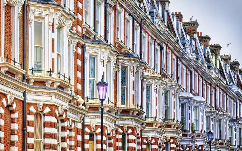 Το πρώτο εξάμηνο, οι επενδύσεις στη μεγαλύτερη αγορά ακινήτων της Ευρώπης, τη βρετανική, υποχώρησαν κατά 24%.