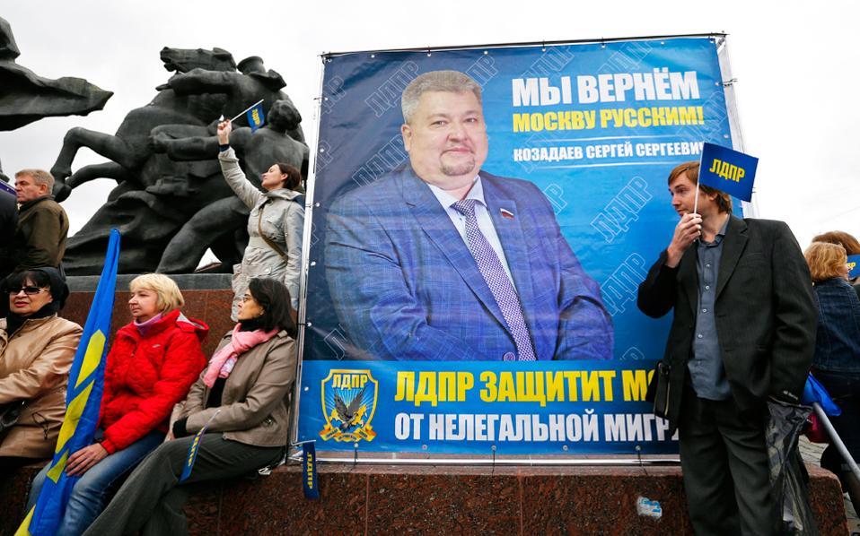 Αφίσα του υποψηφίου του Φιλελεύθερου Δημοκρατικού Κόμματος, Σεργκέι Κοζαντάεφ, που διεκδικεί έδρα στη Δούμα.