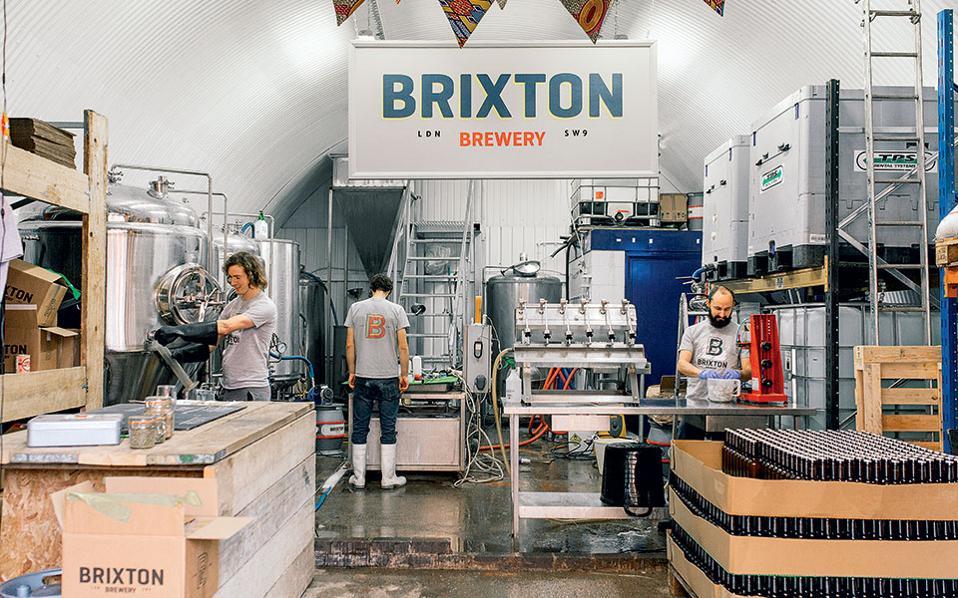 Οι μικροζυθοποιίες διαθέτουν την παραγωγή τους στα μπαρ και τα εστιατόρια της πόλης.