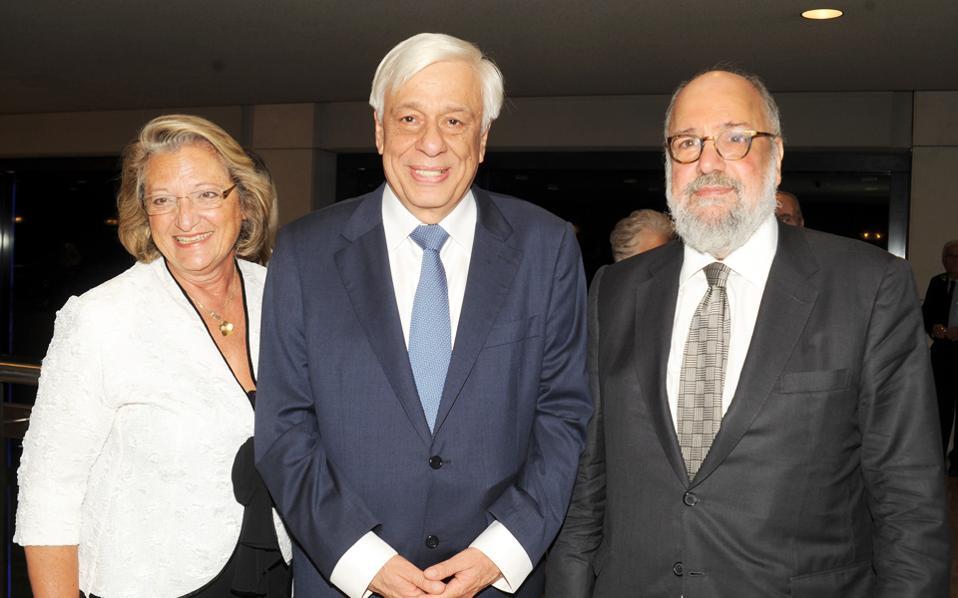O Πρόεδρος της Δημοκρατίας κ. Προκόπης Παυλόπουλος με τη σύζυγό του στη Συναυλία της Φιλαρμονικής του Iσραήλ, το Σάββατο 17 Σεπτεμβρίου 2016, στην υποδοχή ο πρόεδρος του Mεγάρου Mουσικής κ. Nίκος Θεοχαράκης.