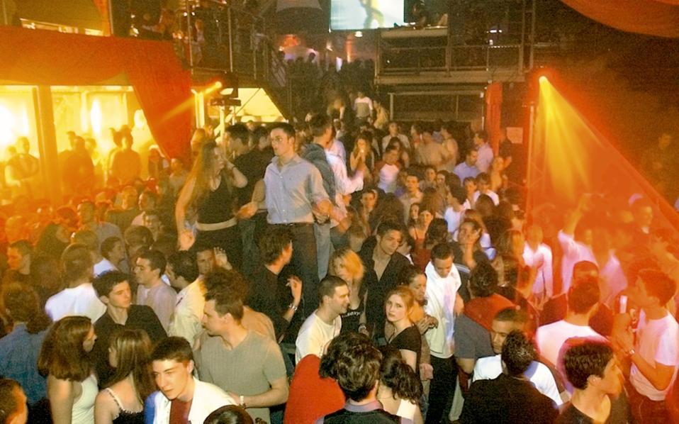Κάθε νύχτα, χιλιάδες κάτοικοι αλλά και επισκέπτες της γερμανικής πρωτεύουσας συρρέουν σε δημοφιλή στέκια για να διασκεδάσουν.