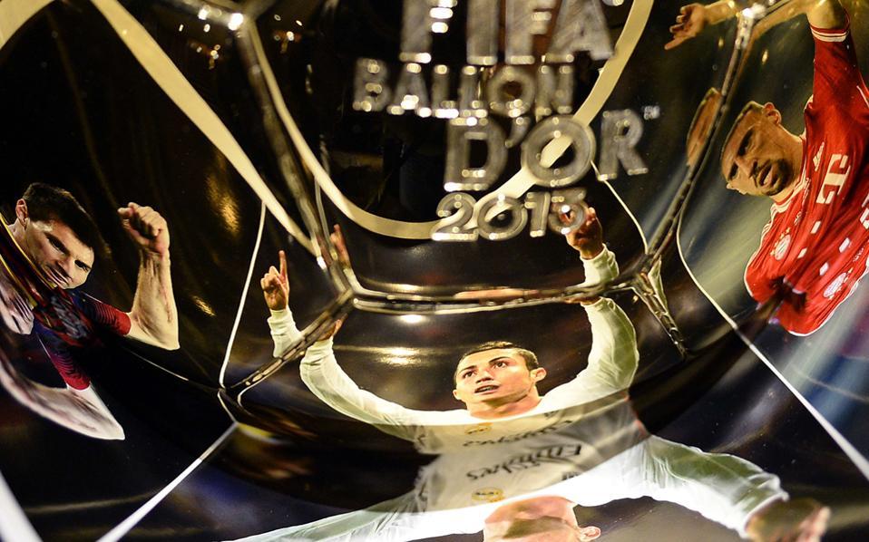 To περιοδικό France Football ανακοίνωσε ότι έληξε το συμβόλαιό του με τη FIFA για την κοινή χρήση του βραβείου του καλύτερου ποδοσφαιριστή της χρονιάς.