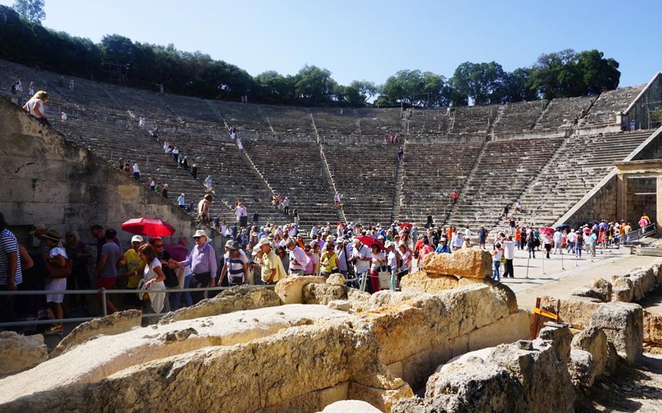 Στο αρχαίο θέατρο της Επιδαύρου παρουσιάστηκε η βασική ιδέα για το νέο σχέδιο ανάδειξης του Ασκληπιείου ως μείζονος αρχαιολογικού χώρου, αλλά και ως μοχλού ανάπτυξης της ευρύτερης περιοχής. Το πρόγραμμα, που επανασυνδέει το Ασκληπιείον με τον κόσμο της ιατρικής, εντάσσεται στους σκοπούς του «Διαζώματος», της κίνησης πολιτών του Σταύρου Μπένου, που εξασφαλίζει ιδιωτικές χορηγίες. Παρουσιάστηκε, δε, στην εντέλειά του από τον καθηγητή, αρχαιολόγο Βασίλη Λαμπρινουδάκη.