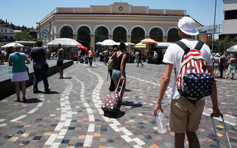 Οι ξένοι τουρίστες δαπάνησαν στη χώρα μας 598 ευρώ κατά μέσον όρο τον Ιούλιο.