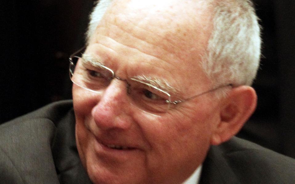 Ο κ. Σόιμπλε αναφέρθηκε ιδιαίτερα στα σενάρια για κυρώσεις στην Ισπανία ή νέο μνημόνιο στην Πορτογαλία, δύο χώρες που φαίνεται να «ξεφεύγουν» από τις επιταγές του Συμφώνου Σταθερότητας.