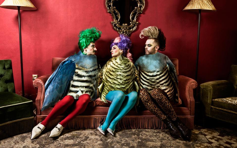 «Οι Τρειςευτυχισμένοι» είναι μια κωμωδία ερωτικών τριγώνων του 1870.