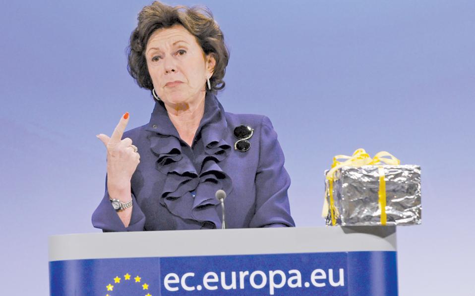 Η Νέλι Κρους, πρώην επίτροπος Ανταγωνισμού, σε φωτογραφία αρχείου, κατά τη διάρκεια συνέντευξης Τύπου στις Βρυξέλλες.