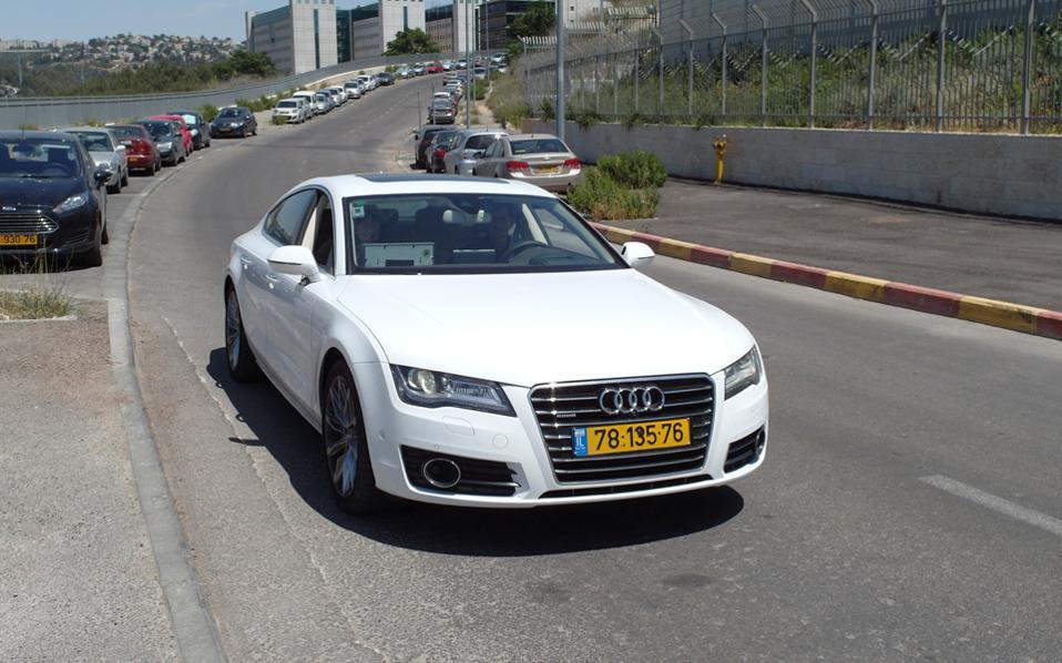 Ολο και περισσότερα πολυτελή αυτοκίνητα με ξένες πινακίδες εμφανίζονται στους ελληνικούς δρόμους...