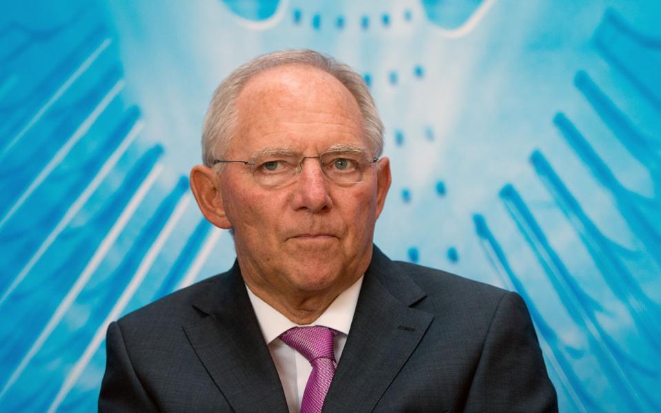 Ο κ. Σόιμπλε δήλωσε χθες πως η Ελλάδα δεν αντιμετωπίζει πρόβλημα με τα επιτόκια που καταβάλλει ή τις αποπληρωμές χρέους που πρέπει να εξυπηρετεί.