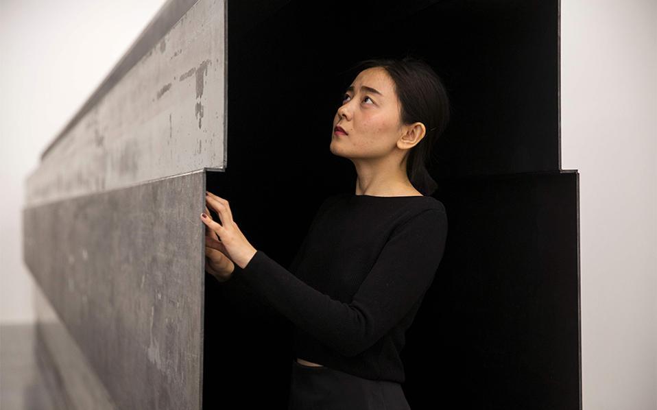 Το πέρασμα. Στην γκαλερί White Cube στο  Bermondsey του Λονδίνου εκθέτει ο Βρετανός Antony Gormley, δημιουργώντας εγκαταστάσεις σε  15 διαφορετικούς θαλάμους στο σχήμα ενός λαβυρίνθου. Στην φωτογραφία το έργο «Passage».  AFP / Joel Ford