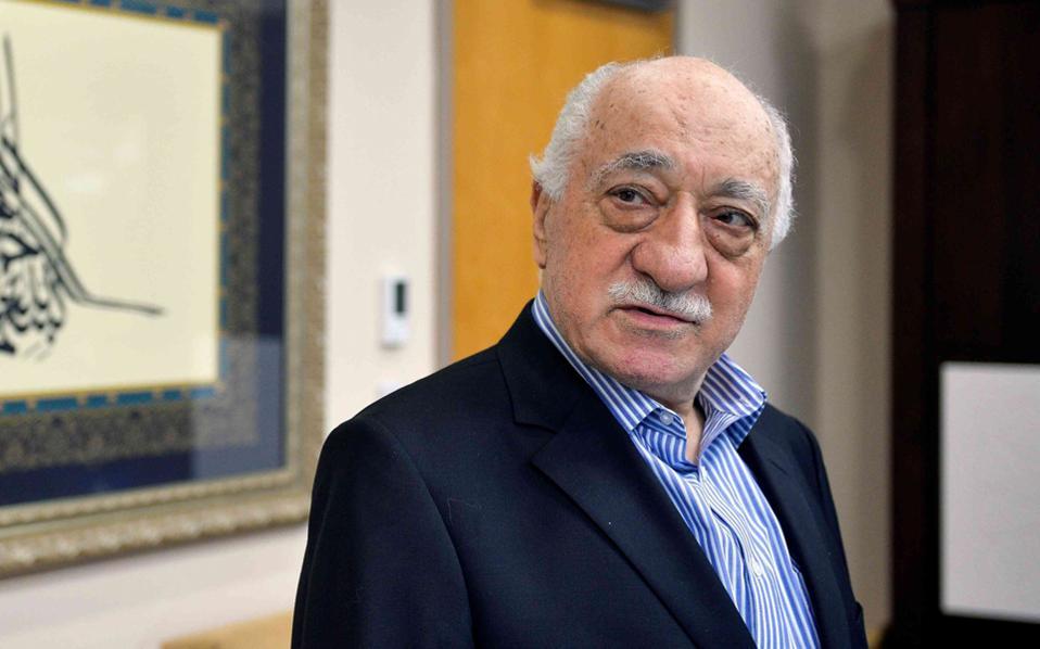 Ο Φετουλάχ Γκιουλέν ανταπέδωσε τις κατηγορίες στον Τούρκο πρόεδρο, κατηγορώντας τον για προσχεδιασμένο πογκρόμ εναντίον των πολιτικών του αντιπάλων.