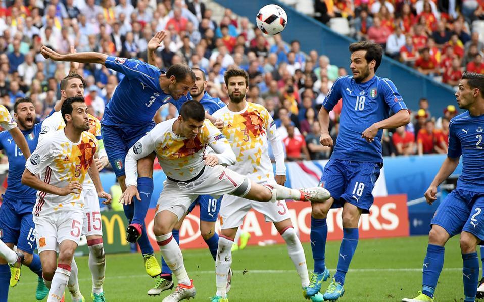Ιταλία και Ισπανία συγκρούονται για μία ακόμη φορά στο κλασικό μεσογειακό ντέρμπι, λίγους μόνο μήνες μετά τον θρίαμβο των Ιταλών με 2 - 0 στα γαλλικά γήπεδα.