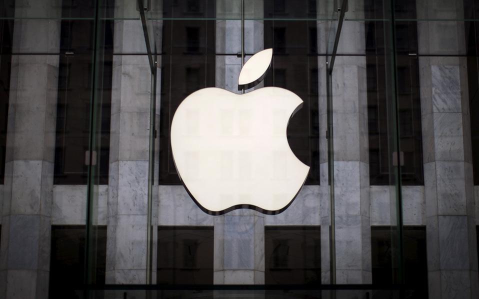 Ο επικεφαλής της Apple, Τιμ Κουκ, υπογράμμισε ότι «η Κομισιόν με την πρωτοφανή απόφασή της τείνει να αντικαταστήσει τη φορολογική νομοθεσία της Ιρλανδίας με την άποψή της για το δέον γενέσθαι».