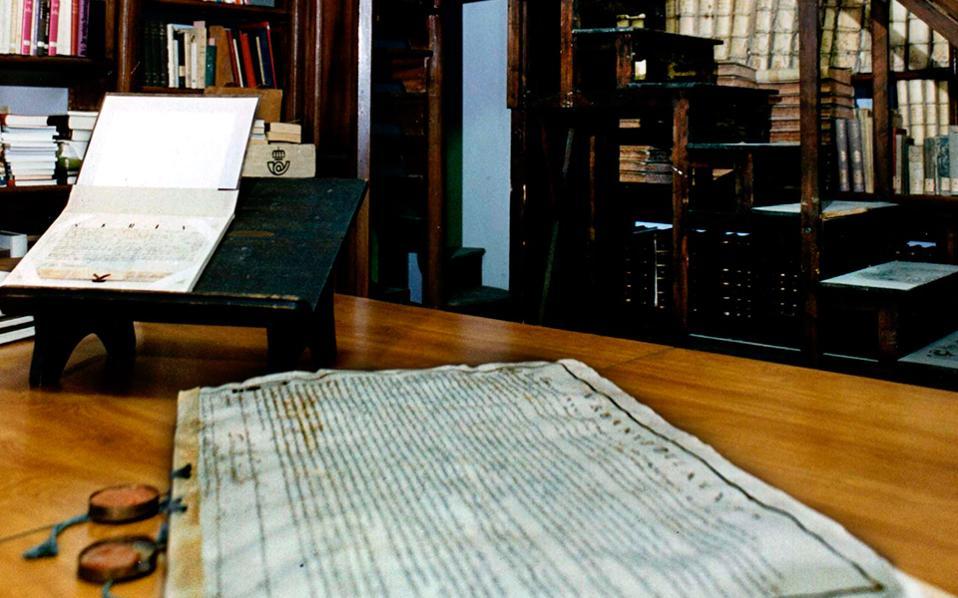 Εγγραφα της Ιεράς Εξετάσεως διακρίνονται στο Αρχείο του Βατικανού. Στο μυθιστόρημα «Confiteor», ο Ζάουμε Καμπρέ επικεντρώνεται στην απόλυτη ταύτιση δυο ιστορικών προσωπικοτήτων, του φοβερού και τρομερού ιεροεξεταστή Νικολάου Εϊμερικ που έζησε τον 14ο αιώνα και του εωσφορικού Ρούντολφ Ες, διοικητή του στρατοπέδου του Αουσβιτς.