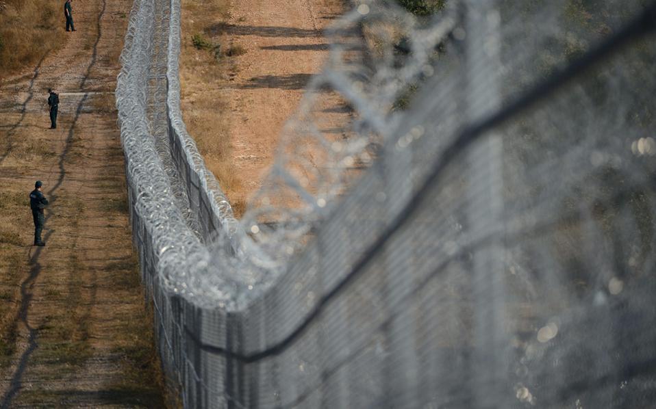 Ο φράκτης στα σύνορα Βουλγαρίας - Τουρκίας. Η Σόφια πήρε χρήματα για να κατασκευάσει κι άλλα χιλιόμετρα που απομονώνουν τους πρόσφυγες από το όνειρο.