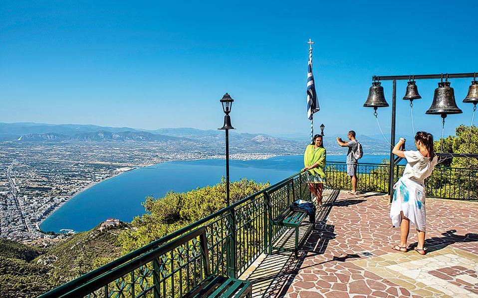 Θέα στον Κορινθιακό από τη Μονή του Οσίου Παταπίου στα Γεράνεια Ορη.