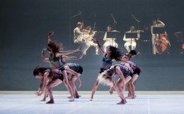 Η χορογραφία του Αντ. Φωνιαδάκη «The Shaker Loops» (επάνω), το «Sarabande» του Μιλπιέ και η άτιτλη χορογραφία του Λι αποτελούν το σπονδυλωτό έργο «Τοπία».