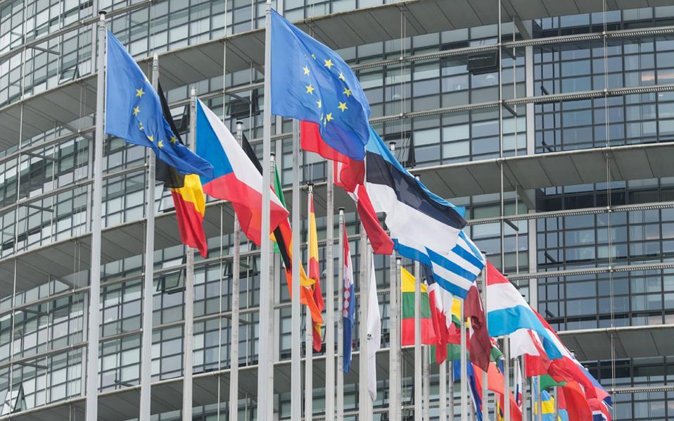 Η πολιτική και δικαστική διελκυστίνδα για τα «greek statistics» προκαλεί εδώ και μέρες σχόλια από Ευρωπαίους αξιωματούχους.