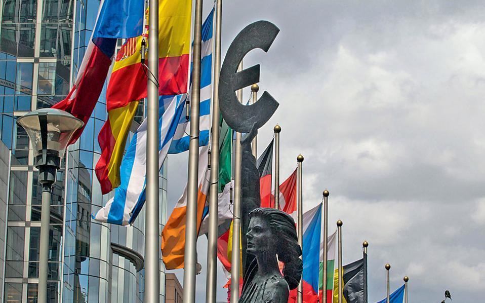 Για τους αναλυτές, παρά την «πολυκρίση» που αντιμετωπίζουν οι Βρυξέλλες, το ευρωπαϊκό οικοδόμημα δεν θα εκραγεί.