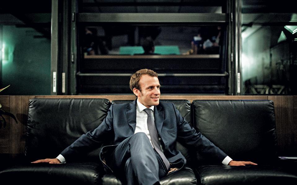 Τον Οκτώβριο του 2014, ο Μακρόν φωτογραφήθηκε για τους New York Times, που τον χαρακτήρισαν «το νέο πρόσωπο του γαλλικού σοσιαλισμού».