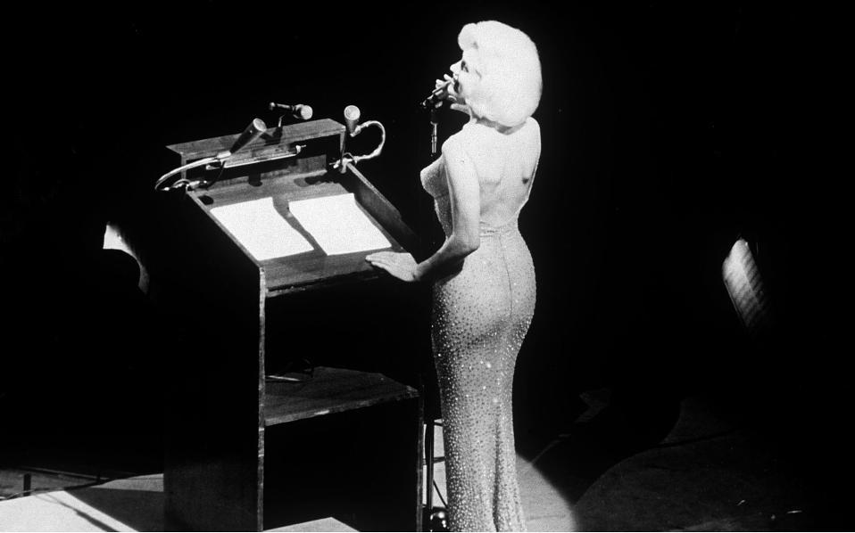 Η Μέριλυν με το επίμαχο φόρεμα, τον Μάιο του 1962. Φωτογραφία: SNAP/Rex/Shutterstock