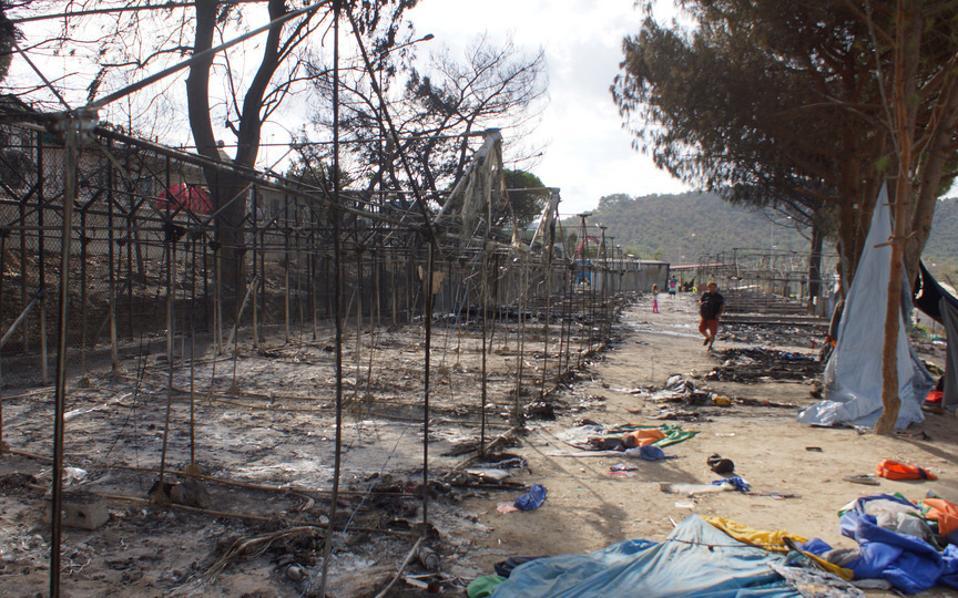 Περίπου 50 σκηνές κάηκαν στο κέντρο υποδοχής της Μόριας σε πρόσφατα επεισόδια.