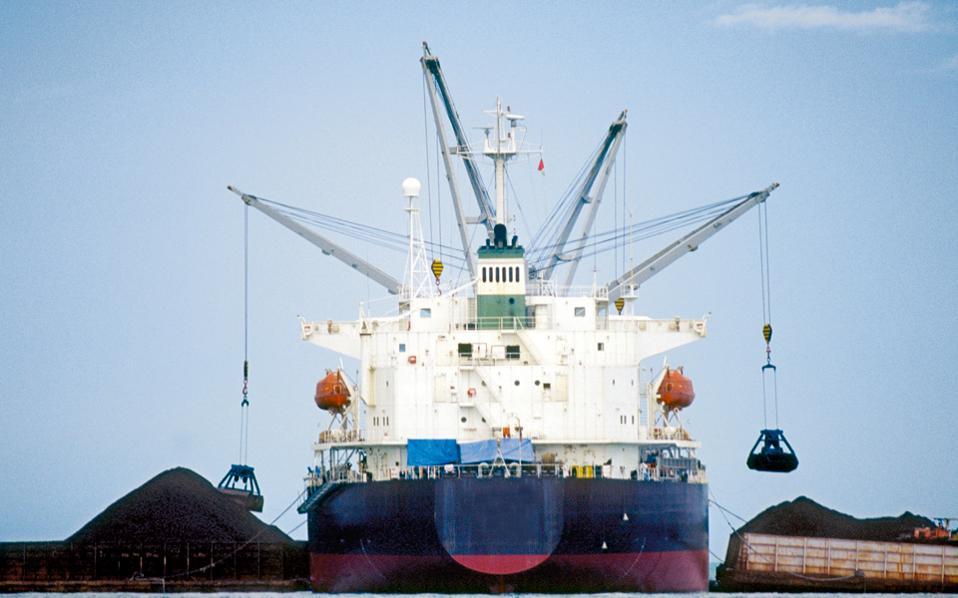Επείγον θεωρείται θέμα η διασφάλιση της παραμονής της ποντοπόρου ναυτιλίας στη χώρα, μιας βιομηχανίας που αντιστοιχεί στο 7% του ελληνικού ΑΕΠ.