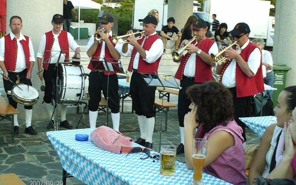 Θα περιλαμβάνει άφθονη καλή μπίρα, παραδοσιακές γερμανικές λιχουδιές, αυστριακή αλλά και ελληνική μουσική.