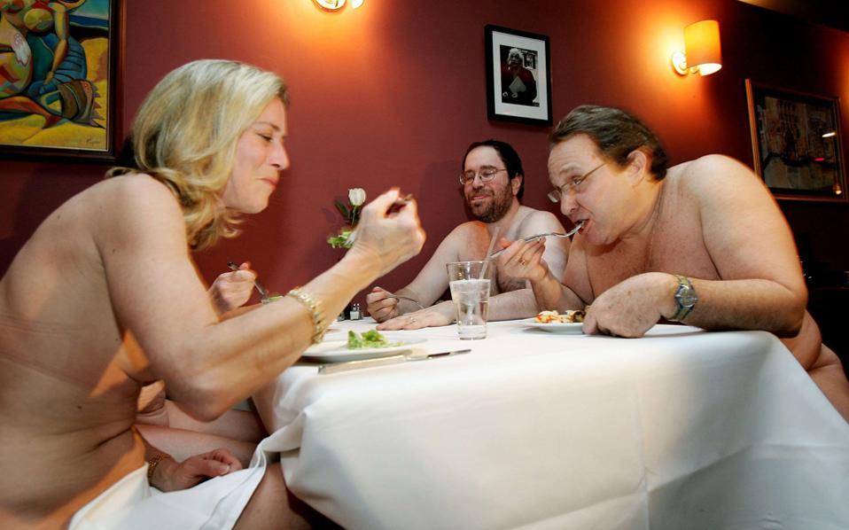 Η Ενωση Γυμνιστών του Παρισιού διαθέτει 372 μέλη, που πρέπει να συναθροίζονται σε ιδιωτικούς χώρους.