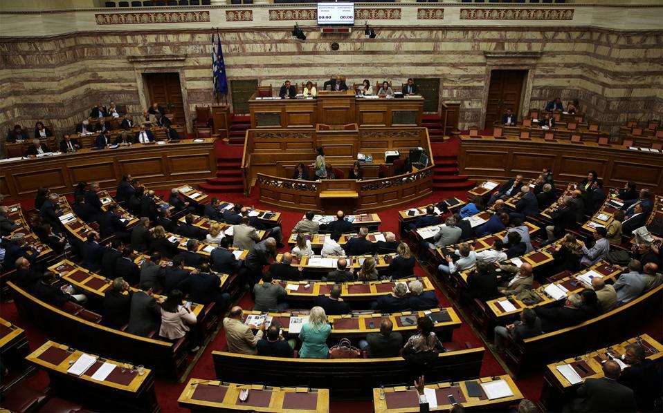 Mόνο από τους βουλευτές της δικομματικής πλειοψηφίας ψηφίστηκε χθες στη Βουλή το πολυνομοσχέδιο.