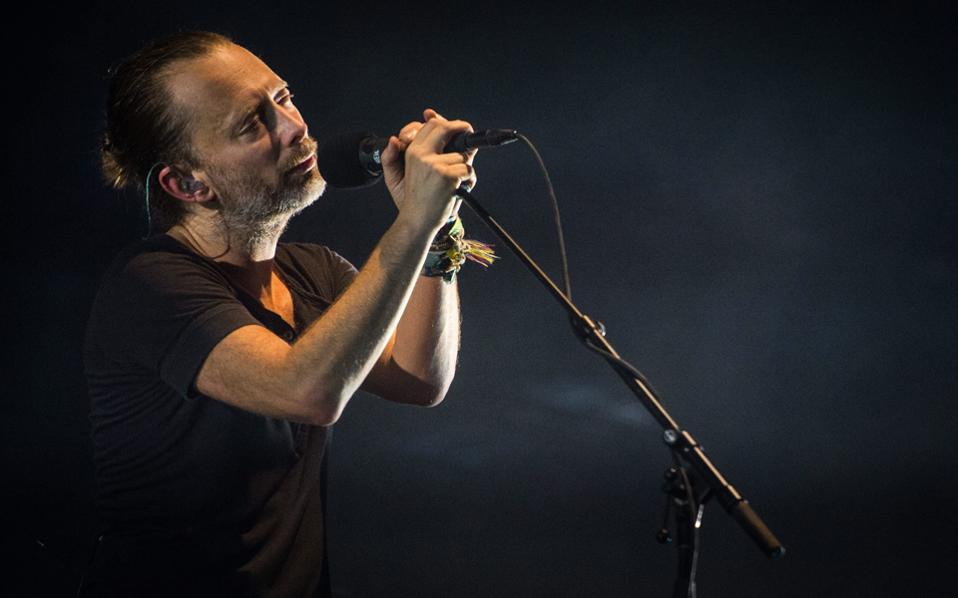 Ο Thom Yorke σε ένα στιγμιότυπο από τη μεγάλη συναυλία των Radiohead στο Βερολίνο, την περασμένη Κυριακή, 11 Σεπτεμβρίου.