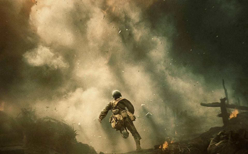 Σκηνή από την ταινία του Μελ Γκίμπσον «Hacksaw Ridge». Τον ρόλο του Desmond Doss ερμηνεύει ο Andrew Garfield.