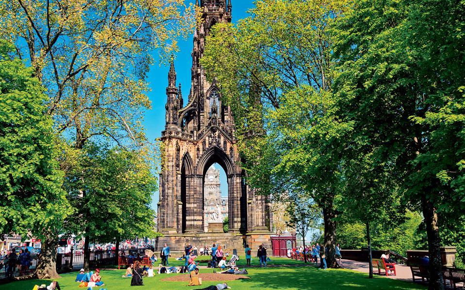 To νεογοτθικής αρχιτεκτονικής Μνημείο του Σκοτ είναι αφιερωμένο στον σπουδαίο Σκωτσέζο συγγραφέα Γουόλτερ Σκοτ. (Φωτογραφία: Shutterstock)