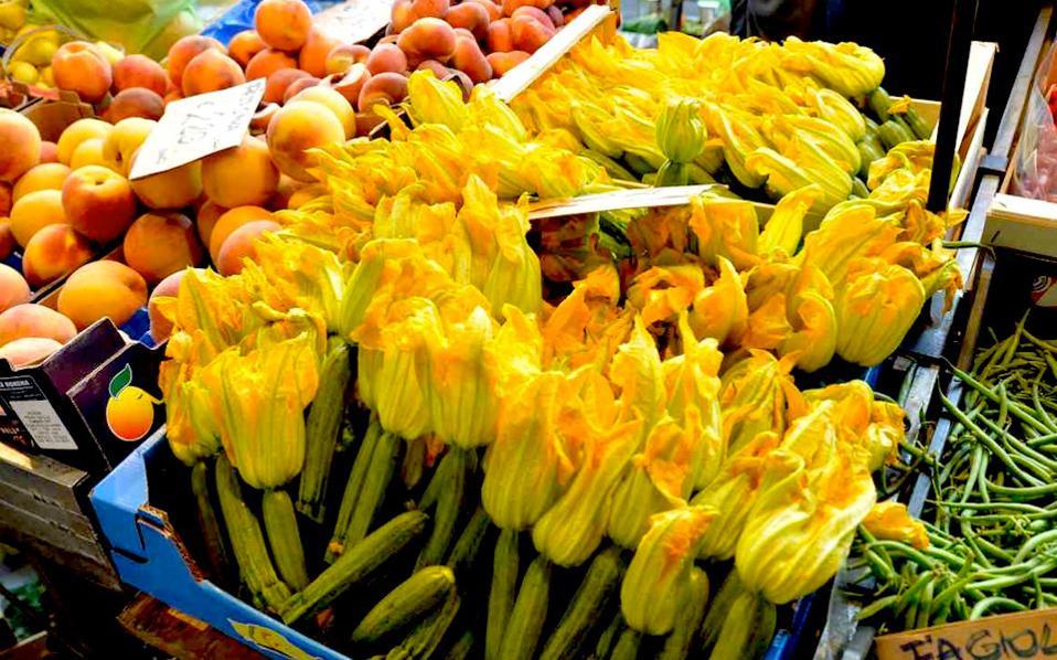 Τοπικά προιόντα σε αγορά του Τορίνο.