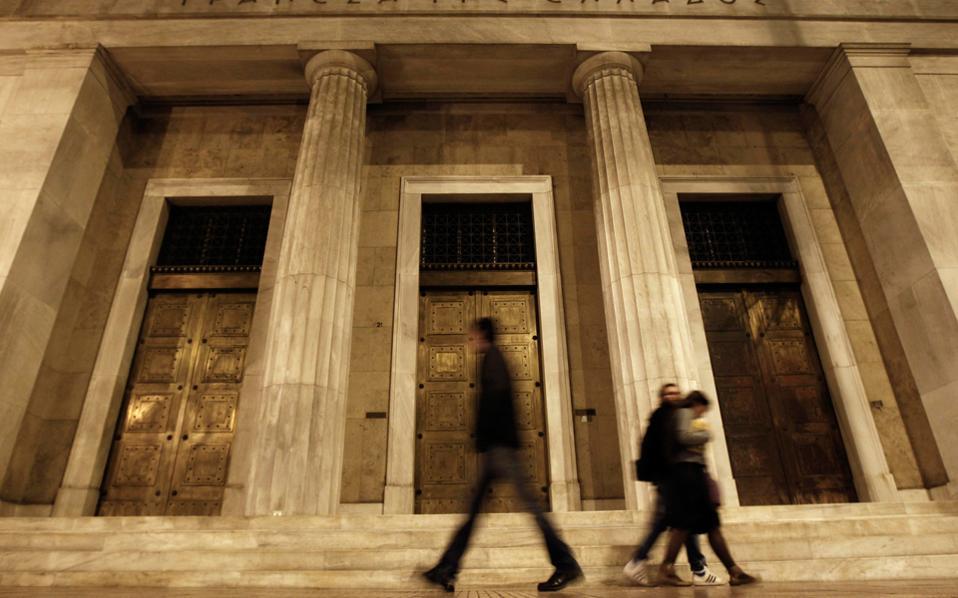 Για τις διοικήσεις των τραπεζών αποφασίζουν οι θεσμοί, το Ταμείο Χρηματοπιστωτικής Σταθερότητας, η Τράπεζα της Ελλάδος, οι μέτοχοι και πάνω από όλους ο Ενιαίος Εποπτικός Μηχανισμός της Ευρωπαϊκής Κεντρικής Τράπεζας, που ως επόπτης έχει τον πρώτο λόγο.