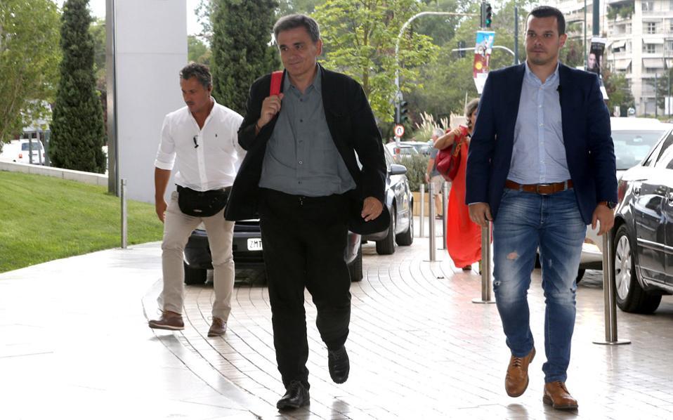 Ο υπουργός Οικονομικών Ευκλείδης Τσακαλώτος προσέρχεται για τη συνάντηση με τους θεσμούς