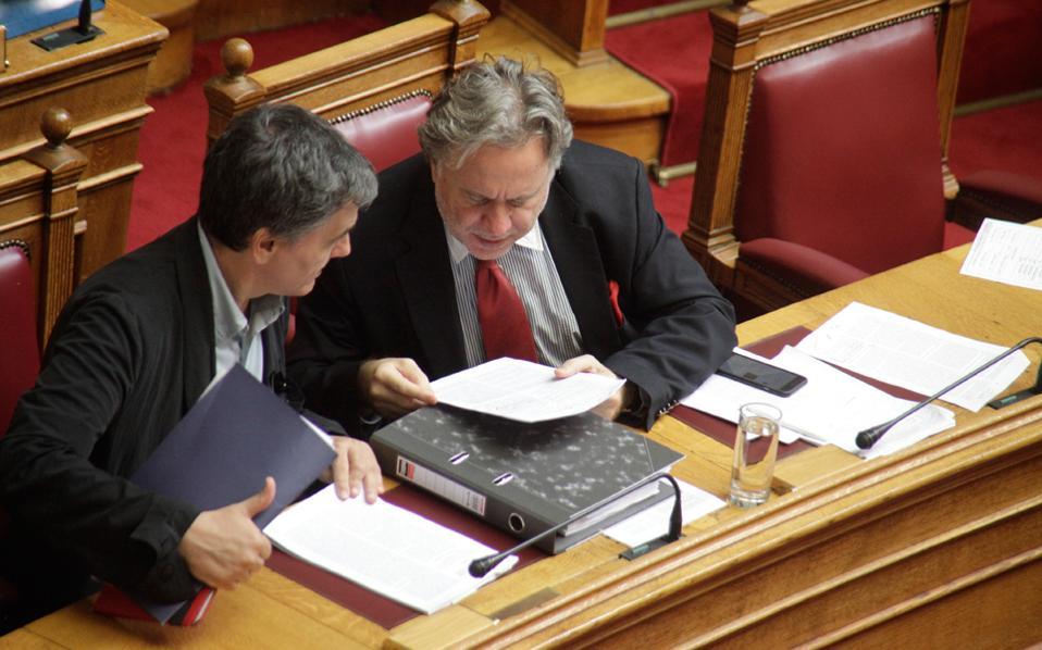 Ευκλείδης Τσακαλώτος και Γιώργος Κατρούγκαλος έχουν δύσκολο έργο με τους θεσμούς. Πρέπει να κλείσουν τα τελευταία προαπαιτούμενα της πρώτης αξιολόγησης, ώστε το Euroworking Group της 29ης Σεπτεμβρίου να εγκρίνει την αποδέσμευση της υποδόσης των 2,8 δισ. ευρώ και να ακολουθήσει στις 17 Οκτωβρίου η έναρξη του δεύτερου ελέγχου.