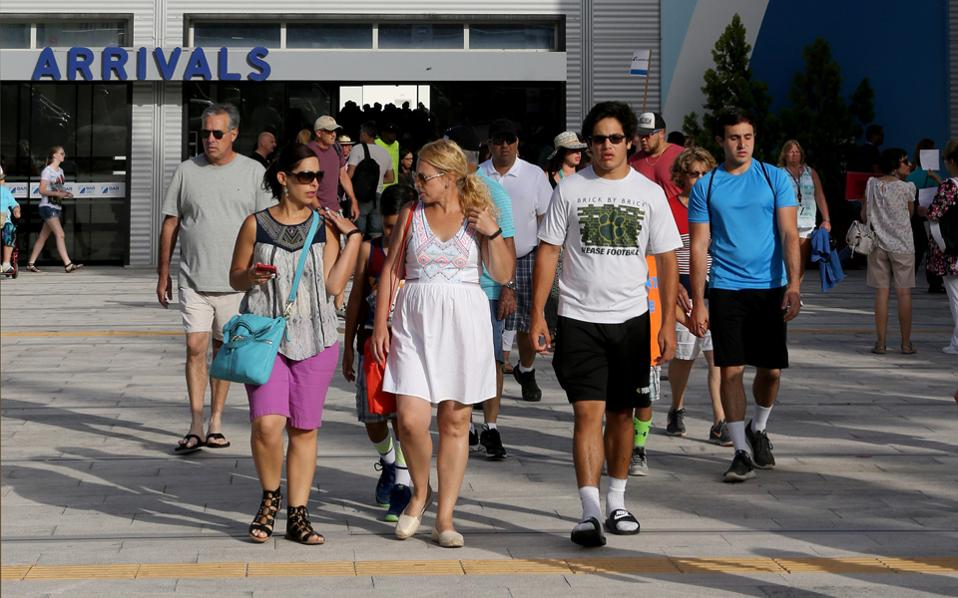 Η αύξηση των αφίξεων στον κλάδο της κρουαζιέρας υπολογίζεται σε 2,5 εκατ. επισκέπτες, όμως ο στόχος για τις τουριστικές εισπράξεις που είχε τεθεί για φέτος φαίνεται να χάνεται.