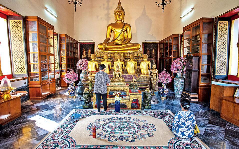 Ενας από τους δεκάδες Βούδες που θα δείτε στο Wat Pho, στην Μπανγκόκ. (Φωτογραφία: FRANCOIS FOURRIER)