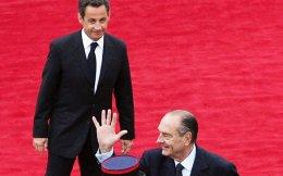 Ο Ζακ Σιράκ αποχαιρετά το Μέγαρο των Ηλυσίων το 2007, παραδίδοντας την προεδρία στον Νικολά Σαρκοζί.