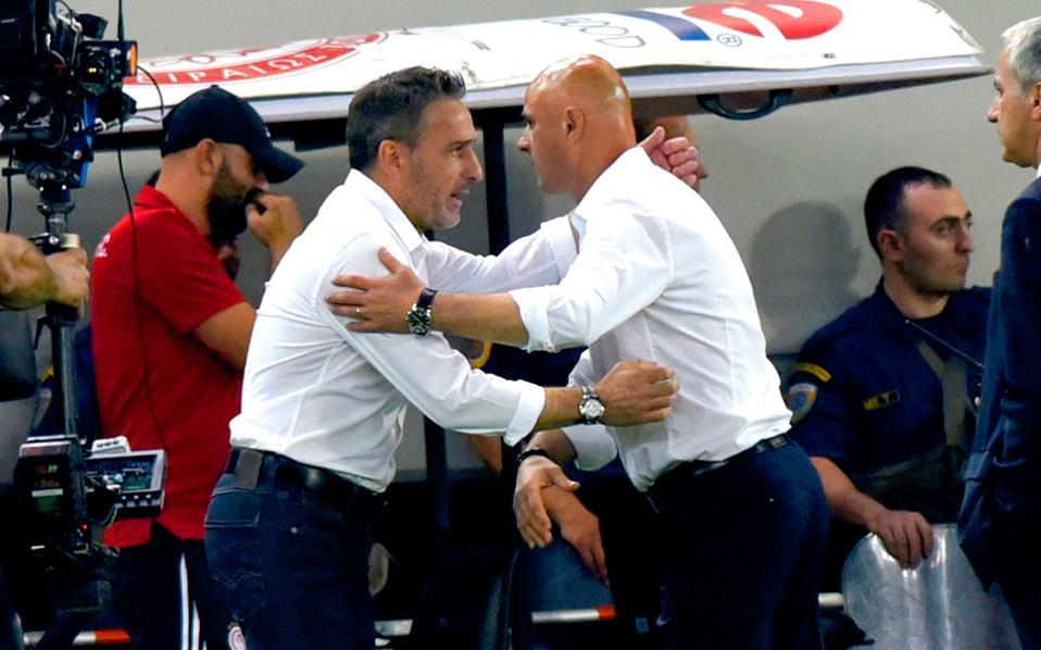 Ο Μπέντο ισχυροποιήθηκε στον πάγκο του Ολυμπιακού, σε αντίθεση με τον Κετσπάγια που αμφισβητείται πλέον ανοικτά. Χθες, στη συνάντηση με Μαϊστόροβιτς και Μπάγεβιτς δεν ετέθη θέμα «διαζυγίου».