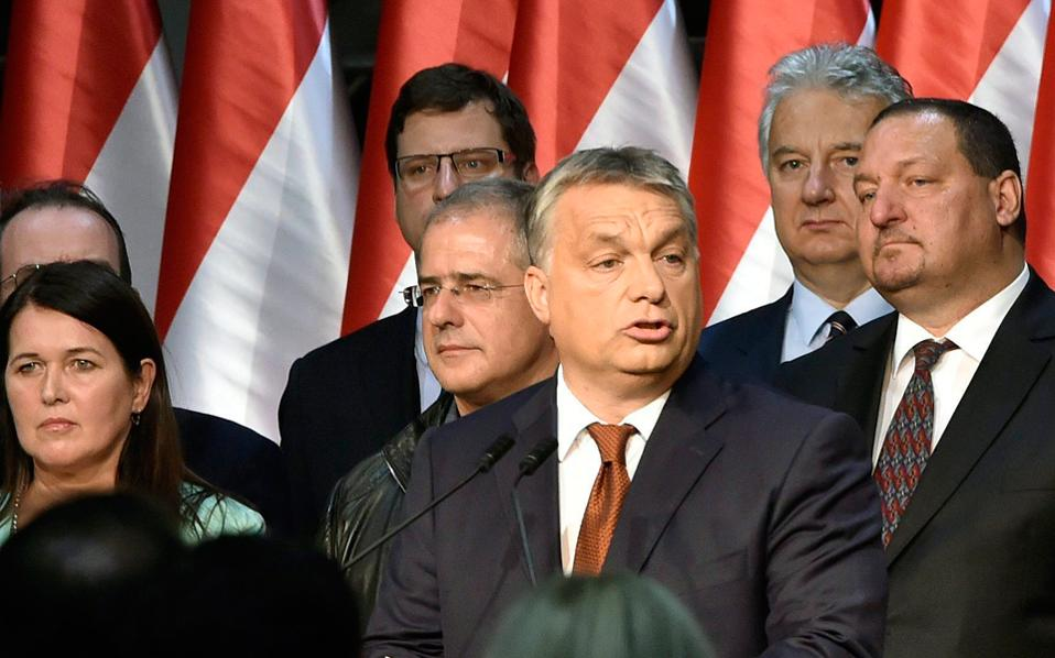 O Ούγγρος πρωθυπουργός Bίκτορ Oρμπαν δήλωσε ότι θα φέρει σύντομα προς ψήφιση νόμο για αναθεώρηση του συντάγματος.