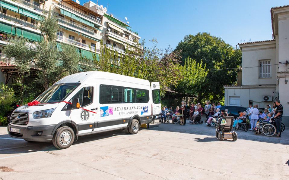 Χθες το λεωφορείο παραδόθηκε, εγκαινιάζοντας νέα εποχή για το ίδρυμα και τους ασθενείς του.