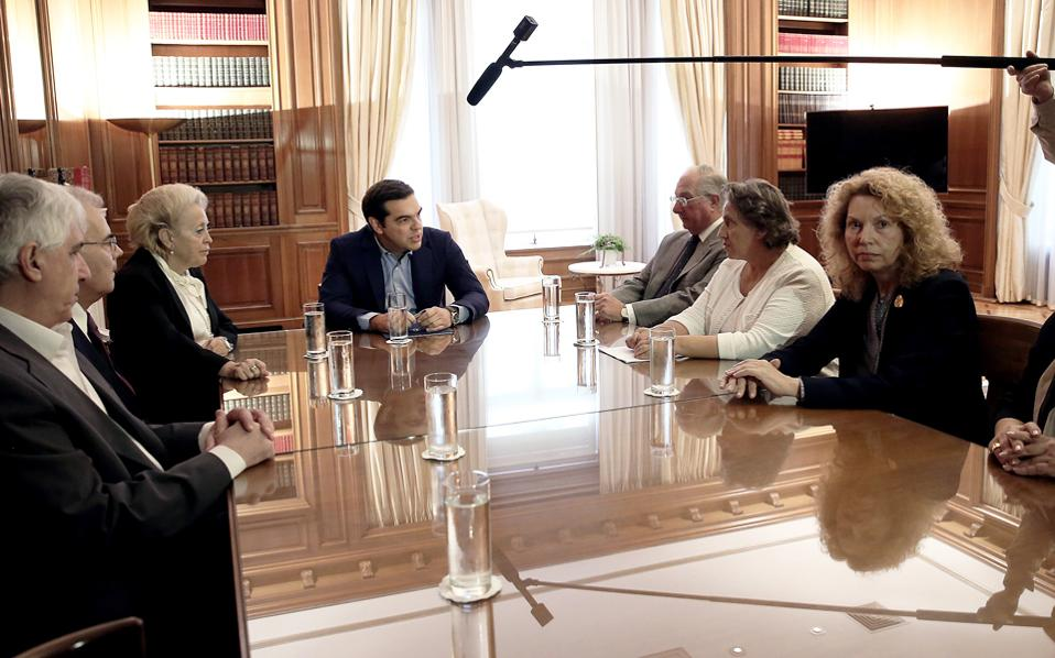 Η χθεσινή συνάντηση του πρωθυπουργού με τους ανώτατους δικαστικούς λειτουργούς πραγματοποιήθηκε μόλις μία ημέρα μετά την παραίτηση δύο αντιπροέδρων του ΣτΕ από την Ενωση Δικαστών του ανωτάτου δικαστηρίου.