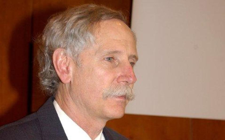 Ο δρ Willet βρέθηκε στην Αθήνα την περασμένη Δευτέρα, καλεσμένος του Ελληνικού Ιδρύματος Υγείας και έδωσε διάλεξη στη Σχολή Δημόσιας Υγείας.