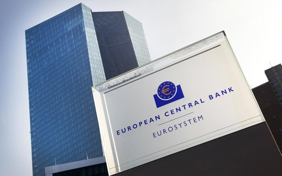 Αξιωματούχοι της Ευρωπαϊκής Κεντρικής Τράπεζας εξέφρασαν την ανησυχία τους για τις επιπτώσεις της πολιτικής των αρνητικών επιτοκίων στην κερδοφορία των τραπεζών.