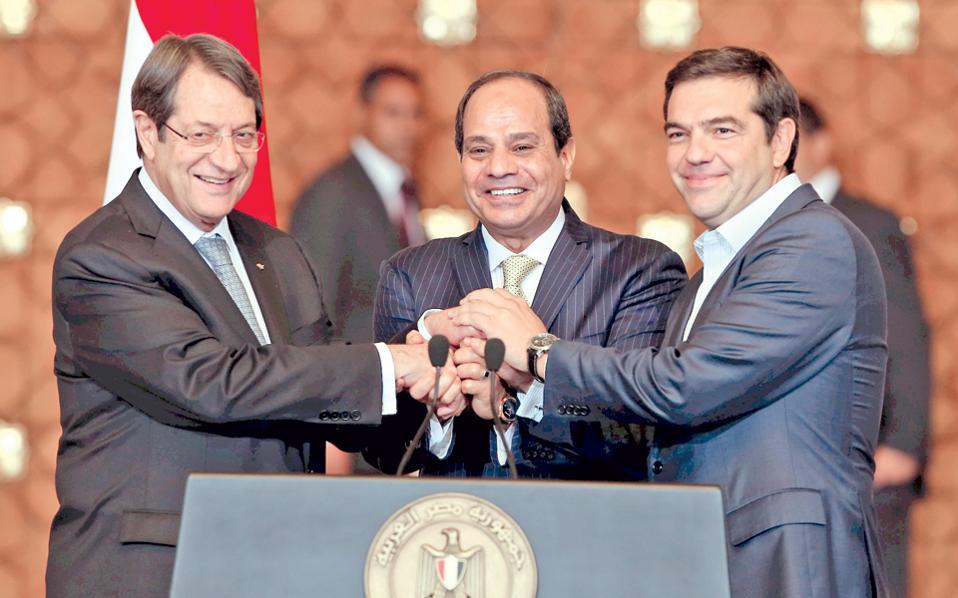 Από αριστερά: Ο Κύπριος πρόεδρος Ν. Αναστασιάδης, ο πρόεδρος της Αιγύπτου Αμπντέλ Φατάχ αλ Σίσι και ο Ελληνας πρωθυπουργός Αλ. Τσίπρας υπογράμμισαν την ανάγκη σεβασμού της αρχής της καλής γειτονίας, ως βάση για την ανάπτυξη των σχέσεων των χωρών της Ανατολικής Μεσογείου.